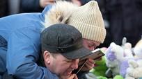 Cha mẹ tuyệt vọng nhìn 3 con bỏ mạng trong biển lửa