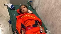VĐV Việt Nam kiệt sức, phải thở bình oxy sau khi giành HCĐ SEA Games