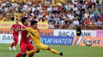 Tiền vệ Quang Tình: Được cống hiến cho đội bóng quê hương luôn là điều tuyệt vời nhất