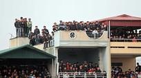 Cấm khán giả ngồi nóc nhà xem V.League; Văn Lâm phát thông điệp thách thức