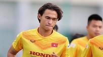 Tuyển thủ Việt kiều Tiêu Exal bị rách sụn trước khi rời U22 Việt Nam; Barca cứng rắn với Messi