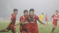Tiền vệ Đinh Xuân Tiến lên tập luyện cùng đội 1 SLNA: Coi chừng, 'dục tốc bất đạt'!