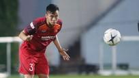 Quế Ngọc Hải là thủ quân của tuyển Việt Nam;  Fan Thái Lan thừa nhận bóng đá nước nhà hết thời
