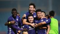 Quang Hải đưa Hà Nội lên đỉnh bảng; Real thắng Barca trên sân Nou Camp
