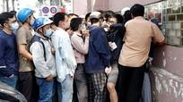 CĐV chen chân mua vé trận Sài Gòn - HAGL