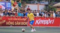 """Lỡ hẹn AFF Cup 2018, Hồ Khắc Ngọc khiến khán giả """"mê mệt"""" sân phủi"""