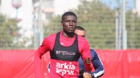 Olaha không thể trở lại SLNA vì sợ FIFA cấm thi đấu