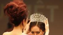 Người đẹp Đồng Nai ngất xỉu khi đăng quang Hoa hậu Việt Nam Thế giới