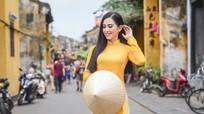 Hoa hậu Tiểu Vy dịu dàng trong bộ thiết kế áo dài của Hoa hậu Ngọc Hân