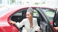 H'Hen Niê đội vương miện 2.7 tỷ, hào hứng trở thành 'host' Miss Universe Vietnam 2019