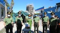 Công an tỉnh thăm, tặng quà cán bộ chiến sỹ làm nhiệm vụ chống dịch Covid-19 tại Diễn Châu