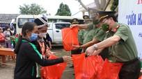 Công an Nghệ An khai trương cửa hàng tạp hóa miễn phí vì cộng đồng ở Kỳ Sơn