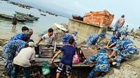Trạm 1 Cảnh sát biển giúp ngư dân huyện đảo Bạch Long Vĩ khắc phục, đối phó với 2 cơn bão