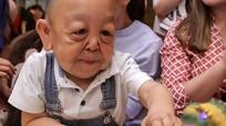 Bệnh lạ khiến bé 6 tuổi trông như ông cụ