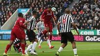 Thắng nhọc nhằn Newcastle, Liverpool tạm thời chiếm ngôi đầu bảng