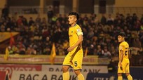 Trung vệ SLNA Hoàng Văn Khánh lên tuyển, tại sao không?