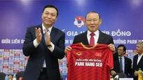 Bầu Đức: 'Ông Park không vì tiền!'; Chanathip Songkrasin: 'Chúng tôi sẽ đánh bại Việt Nam'