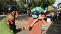 Chiến sỹ công an Nghệ An 'khẩn cấp' chở thí sinh về nhà lấy thẻ kịp dự thi
