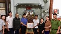 Chàng trai phụ hồ lao xuống sông Lam cứu 3 người chìm thuyền