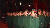 Bộ Tư lệnh Quân khu 4 dâng hương tại Khu Di tích Kim Liên và Nghĩa trang Liệt sĩ thành phố Vinh