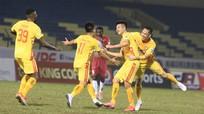 CLB Thanh Hóa trả lương cầu thủ như bóng đá châu Âu; 'Kình địch' của Văn Lâm được gọi lên tuyển