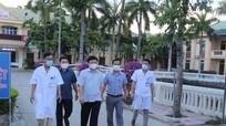 Phó Chủ tịch UBND tỉnh động viên cán bộ y tế làm công tác phòng, chống dịch tại Quỳnh Lưu