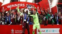 Kiatisak phát biểu đầy bất ngờ về việc thay thế thầy Park;Leicester vỡ òa cảm xúc khi vô địch FA Cup