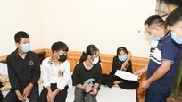 Giáo viên vùng cao Nghệ An thay phụ huynh đưa học sinh đi thi