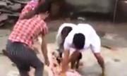 """Người đàn bà bị bắt vì lột quần áo, kéo """"tình địch"""" dọc đường làng"""