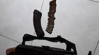 Dùng súng AK đầy ắp đạn bắn người tình rồi tự sát