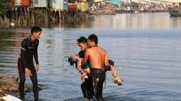 Lật thuyền, 2 bố con đuối nước trên sông Hoàng Mai