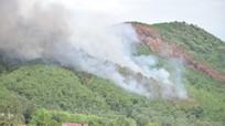Cháy rừng thông 40 năm tuổi ở Yên Thành (Nghệ An)