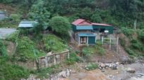 Những ngôi nhà chênh vênh bên sông, suối trước nguy cơ lũ quét, sạt lở đất
