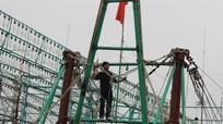 Ngư dân Nghệ An chi tiền tỷ 'độ' dàn đèn siêu sáng để dụ cá