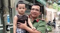 Chiến sĩ công an cứu hai cha con đuối nước
