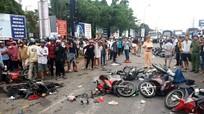 Xe container tông hơn 20 xe máy dừng đèn đỏ khiến hàng chục người thương vong