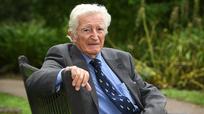 Bác sĩ 93 tuổi vẫn đi dạy phẫu thuật