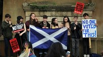 Người Anh biểu tình phản đối Thủ tướng