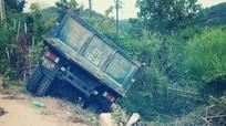 Đi cấy thuê, 3 phụ nữ thương vong khi đâm phải xe tải