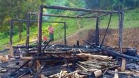 Người mẹ ôm 3 con nhỏ tháo chạy khỏi căn nhà bị cháy ở Nghệ An