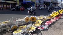 Đèn hoa chưa nghiệm thu nặng cả tấn sập xuống đường