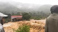 Nước lũ dâng cao, nhiều địa phương ở Nghệ An bị cô lập, một số hồ đập nguy cơ vỡ