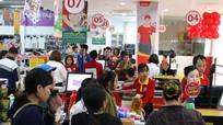 Hàng nghìn khách hàng đổ về siêu thị VinMart Nam Đàn 'săn' hàng 'sinh nhật vàng'