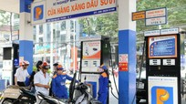 Giá xăng tăng trở lại sau 8 lần giảm