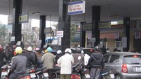 Chen chúc mua xăng trước tin đồn tăng giá