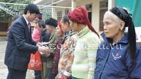 Đồng chí Lê Xuân Đại đi thăm, tặng quà, chúc Tết nhân dân, cán bộ và các LLVT  huyện Kỳ Sơn