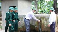 Đồng chí Lê Xuân Đại khảo sát tình hình đời sống đồng bào Đan Lai