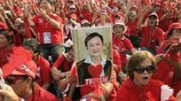 """Phe """"áo đỏ"""" Thái Lan tuần hành rầm rộ tại thủ đô Bangkok"""