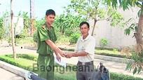 Công an Nghi Lộc trao trả xe máy cho người bị mất