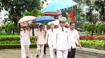 Bộ trưởng Bộ Công an Trần Đại Quang dâng hương tưởng niệm Chủ tịch Hồ Chí Minh